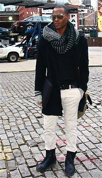 Sciarpa ad anello indossata in maniera classica